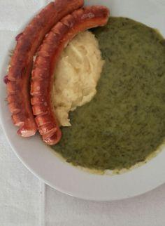 Krumplipüré sóskafőzelékkel és sült virslivel