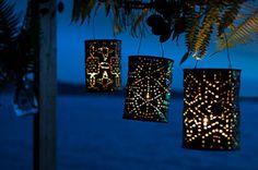 С помощью отверстий жестяные банки могут с легкостью превратиться в абажуры и светильники