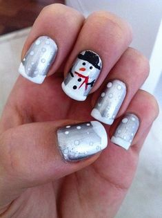 20+ Easy Christmas Nail Designs for Short Nails | foxiebeauty