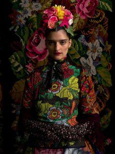 Baba Yaga: Susanne Bisovsky - All For Garden Frida E Diego, Frida Art, Baba Yaga, Foto Fashion, Fashion Art, Fashion Design, Vogue, Foto Flash, Style Ethnique