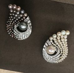 Virem bhagat earrings, natural pearl, showcased by FD gallery. Jewelry Model, Jewelry For Her, Dainty Jewelry, Pearl Jewelry, Gemstone Jewelry, Antique Jewelry, Jewelry Bracelets, Fine Jewelry, Jewelery
