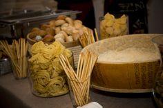 Nos encanta la mesa de quesos que montamos inspirada en la Toscana italiana.