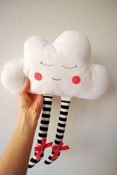 Cudne pluszaki w kształcie chmurek, idealne dla Twojego dziecka