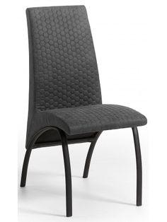 Una sedia importante, molto comoda con seduta e schienale imbottiti rivestiti in morbido e bellissimo tessuto nei colori: marrone o grafite e struttura in metallo verniciato nero. Vi stupirà questa sedia sfiziosa e intrigante, dal look moderno e nuovo.