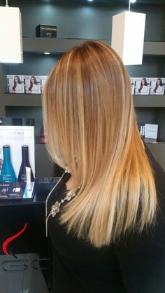 Blonde Hair Shades, Dark Blonde Hair, Hairstyles Haircuts, Cool Hairstyles, Caramel Hair, Hair Skin Nails, Beach Hair, Dream Hair, Cool Hair Color
