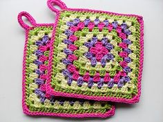 With any granny square pattern you have you can transform it into a lovely present by adding. Granny Square Crochet Pattern, Easy Crochet Patterns, Crochet Motif, Crochet Designs, Free Crochet, Knit Crochet, Knitting Projects, Crochet Projects, Crochet Hot Pads