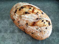 Uit de keuken van Levine: Desembrood met chocolade en abrikozen Thermomix Bread, Piece Of Bread, Bread Cake, Breakfast Bake, Sweet Bread, Bread Baking, Bread Recipes, Bakery, Food And Drink