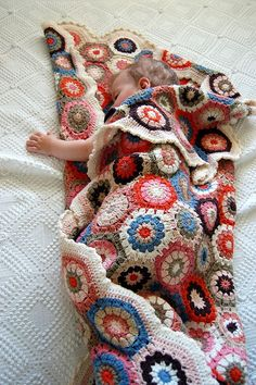 I love this unique pattern crochet baby blanket. The baby blanket just simply looks adorable in this colorful yarn combination. And I love the wave pattern where it reminds me of a rainbow promises (waves) over your baby! Beau Crochet, Knit Or Crochet, Baby Blanket Crochet, Crochet Stitches, Blanket Patterns, Hexagon Crochet, Crochet Blankets, Hexagon Pattern, Quilt Block Patterns