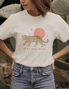 Cute Tshirts, Cool T Shirts, Cute Shirt Designs, Aesthetic Shirts, Cute Graphic Tees, Tee Design, Boho Fashion, Cute Outfits, T Shirts For Women