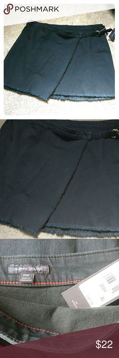 """Tommy Hilfiger Skirt Deep navy blue jean skirt by Tommy Hilfiger. Side belt at waist, bottom has fringe detail. NWT  Length: 20""""  🔽 items are stored in sealed bins 😽 kitty friendly home Tommy Hilfiger Skirts Midi"""