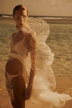 Anja Rubik dreamy beach editorial by Lachlan Bailey for Vogue Paris, April 2018 Anja Rubik, Fashion Shoot, Editorial Fashion, Fashion Models, Fashion Fashion, Urban Fashion, Paris Fashion, High Fashion, Lingerie Editorial