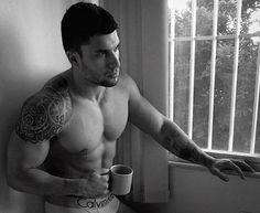"""Seja você mesmo, todos os outros já existem.""👌🏼🤘🏻 #riodejaneiro #muscle #body #bodybuilding  #men #guy #menstyle #mensphysique #carioca #abs #fit #fitness #13memo #appbreeze #boy #homem #cool #cardio #npng #shape #ifbb #f4f #vemmonstro #6pack #aesthetic #tbt #esmagaquecresce #hardwork #gym"