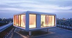 Berlin-based architecture firm Studio Aisslinger has designed a cube-shaped loft for Hotel Daniel in Graz, Austria, that offers amazing. Mini Loft, Prefabricated Houses, Prefab Homes, Backyard Office, Outdoor Office, Casas Containers, Portable House, Micro House, Reggio Emilia