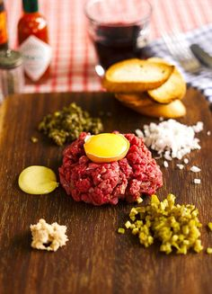 Steak Tartare with Sweet Potatoe fries to make it perfect Paleo Steak Tartare, Other Meat Recipes, Tapas, Belgium Food, Carpaccio, Pub Food, Fish And Meat, Ceviche, Beef Dishes