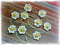 Daisy Chain Bunting - free crochet pattern by Janet McMahon.