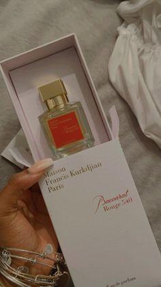 Glossier You, Francis Kurkdjian, Victoria Secret Fragrances, Perfume Scents, Best Fragrances, Body Hacks, Best Perfume, Perfume Collection, Smell Good