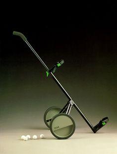 1986L'approche minimaliste d'un châssis en acier filiforme dont le mécanisme de fermeture fonctionne par butées internes et cames, afin de laisser la vedette aux roues. Défiant les lois de la symétrie, celles-ci se composent d'un disque moulé en deux hé…