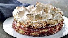 Bedstefars skæg - opskrift på klassisk kage Danish Cake, Danish Food, Baking Recipes, Cake Recipes, Delicious Desserts, Yummy Food, Scandinavian Food, Cafe Food, Sweet Cakes