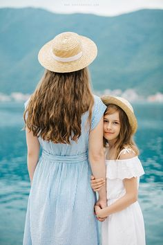 #family #portrait #mother #daughter #happy #cute #sonyakhegay #hat #montenegro