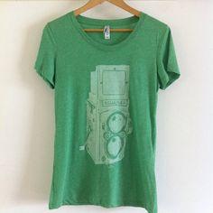 1/0 Impresión de descarga sobre camiseta Bella 8413. #octopusmerch #llevaladiferencia #apparel #camisetas #rolleiflex