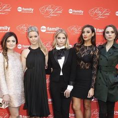 Check out this A-mAzing pretty little photo from tonight's PLL Spring Finale red carpet event!