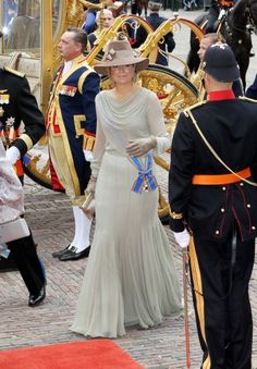 Prinsjesday is an important day for Dutch politics. He takes place every year on the third Tuesday in september. The head of State speaks on Prinsjesdag the speech from the throne. It gives the Government to what will be the Government's policy for the coming year. The Queen's speech is a day that with many rituals.   Maxima wears a dress of Jan Taminiau. September 2011.