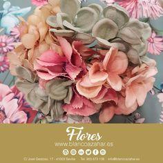 Combina tu #vestido o #mantoncillo con ayuda de #BlancoAzahar con los exclusivos #ramitos de #flores para la nueva temporada #flamenca. Encuentra cualquier #color en más de 100 tipos de flores. 💐😍  #ModaFlamenca #FeriadeAbril#FeriadeAbril2018 #Sevilla #flores#floresflamenca Plants, Dress, Sevilla, Orange Blossom, Types Of Flowers, Flamingo, Seasons, Colors, Plant