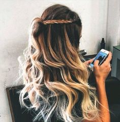 Image discovered by Mirajaine. Find images and videos about hair, beauty and blonde on We Heart It - the app to get lost in what you love. Messy Hairstyles, Pretty Hairstyles, Spring Hairstyles, Toddler Hairstyles, Braided Hairstyle, Hairstyles 2018, Hairstyle Ideas, Wedding Hairstyles, Hair Day