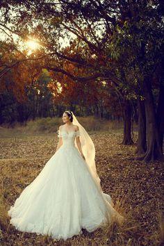 Joli Poli Haute Couture & Wedding Studio 278 Vo Thi Sau St., Dist 3, HCMC Tel: (+84) 08.2201.0026 jolipoliboutique@gmail.com www.jolipoli.vn www.facebook.com/jolipoli.boutiques