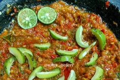 Resep Sambal Gandaria Sederhana Sambal Sauce, Indonesian Food, Indonesian Recipes, Spicy Recipes, Chili, Food And Drink, Menu, Soup, Vegetables