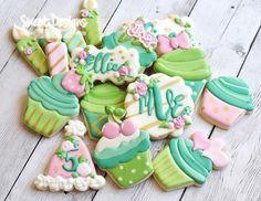 #sweetdesignsbyjudit #customcookies #decoratedcookies #decoratedcustomcookies #sugarcookies #partyfavors #culcakecookies #monoframcookies