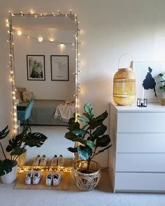 Room with mirror and fairy lights, plants 🌱🧚♂️💡 - Bohemian Home Bedroom Cute Room Ideas, Cute Room Decor, Room Ideas Bedroom, Bedroom Decor, Bedroom Vintage, Deco Studio, Room With Plants, Aesthetic Room Decor, Dream Rooms