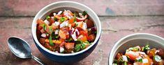 Ihanan raikas tuoresalsa syntyy tuoreista raaka-aineista. Salsa maistuu meksikolaisen ruoan kanssa, mutta myös dippinä tai lisäkkeenä. Tämäkin resepti vain n. 0,65€/annos*. Salsa, Chili, Good Food, Treats, Vegan, Baking, Ethnic Recipes, Interesting Recipes, Journey