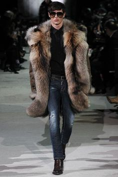 Dean and Dan Caten unveiled their Fall/Winter 2015 collection for during Milan Fashion Week. Fur Fashion, Winter Fashion, Fashion Show, Mens Fashion, Fashion Menswear, Milan Fashion, Runway Fashion, High Fashion, Mode Masculine