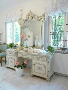 reminds me of my Gram's vanity I used to have...love this!   It makes my heart…