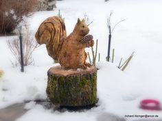 Eichhörnchen mit Motorsäge geschnitzt von Ritsche Ratsch Holzkunst auf DaWanda.com