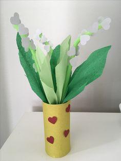 Un petit brin de muguet. Diy And Crafts, Crafts For Kids, Arts And Crafts, 1. Mai, Cool Gifts For Kids, Spring Art, Art Club, Sewing Patterns Free, Flower Crafts