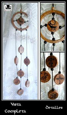 """""""Espiritu  del Reno II""""  Colgante de estilo chamánico con diseños étnicos Saami. Sus antiguos dioses y distintos aspectos de su vida están representados delicadamente a través de diseños tribales en este delicado colgante."""