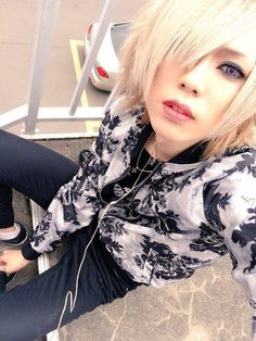 ◀ Ame from IV) ▶ via Jrock/Visual Kei Community FB