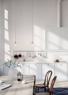 These minimalist kitchen concepts are equal components serene and stylish. Find the most effective concepts for your minimalist style kitchen that fits your taste. Browse for remarkable images of minimalist design kitchen for inspiration. Home Kitchens, Kitchen Remodel, Kitchen Design, Kitchen Dining Room, Modern Kitchen, Kitchen Interior, Kitchen Style, House Interior, Minimalist Kitchen