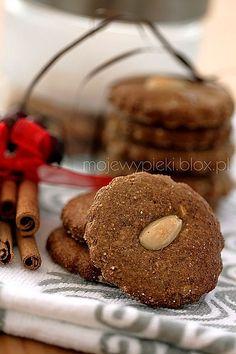 Migdałowe pierniczki German Cookies, Cooking Cookies, My Cookbook, German Christmas, Holiday Cookies, Christmas Baking, Cookie Decorating, Fudge, Planer