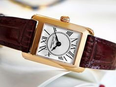 With clean lines and a classic appearance, the Frederique Constant Classics Carree is undoubtedlyelegant.