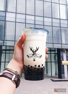 Bubble Tea Near Me, Bubble Milk Tea, Bubble Tea Flavors, Yummy Drinks, Yummy Food, Korean Sweets, Boba Drink, Tea Places, Coffee Tattoos