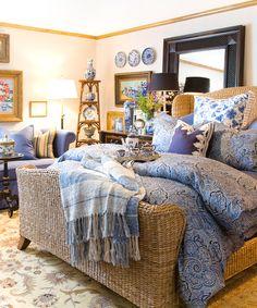 textured neutrals paired with blue and white~ relaxing and charming. Lovely.