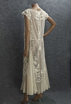 Days Gone By Kittyinva: c. hand embroidered and handmade lace on a ground of ivory-colored cotton tulle. An afternoon dress from Vintage Textile. 20s Fashion, Fashion History, Art Deco Fashion, Vintage Fashion, Edwardian Fashion, Gothic Fashion, Spring Fashion, Fashion Tips, Vintage Gowns