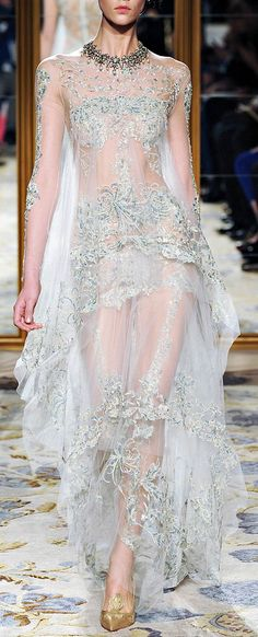 Another expected amazing collection by Marchesa. Marchesa A/W collection was inspired by 1878 painting 'A soul brought to heave. Style Haute Couture, Couture Fashion, Runway Fashion, Marchesa Fashion, Glamour Moda, Mode Glamour, Pretty Dresses, Women's Dresses, Wedding Dresses