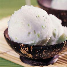 Eis selbst herzustellen, ist gar keine Hexerei. Und bei dem leckeren Kokoseis lohnt es sich erst recht. Unbedingt ausprobieren!