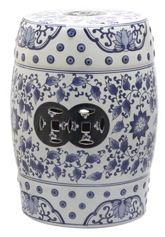 A classic blue and white floral pattern of Chinese export porcelain adorns the Tao Garden indoor-outdoor garden stool. Crafted of glazed ceramic with pierc