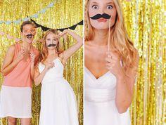 HEY LOOK: URBAN SUMMER WEDDING INSPIRATION // photobooth backdrop