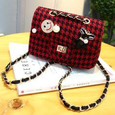 Famous Brand Women Messenger Bags Plaid Chain Strap Women Shoulder Bag  Vintage Mini Flap Bag Bolsas · Small Crossbody ... 5d3db62091